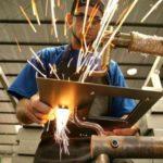 Indústria surpreende e gera vagas em janeiro